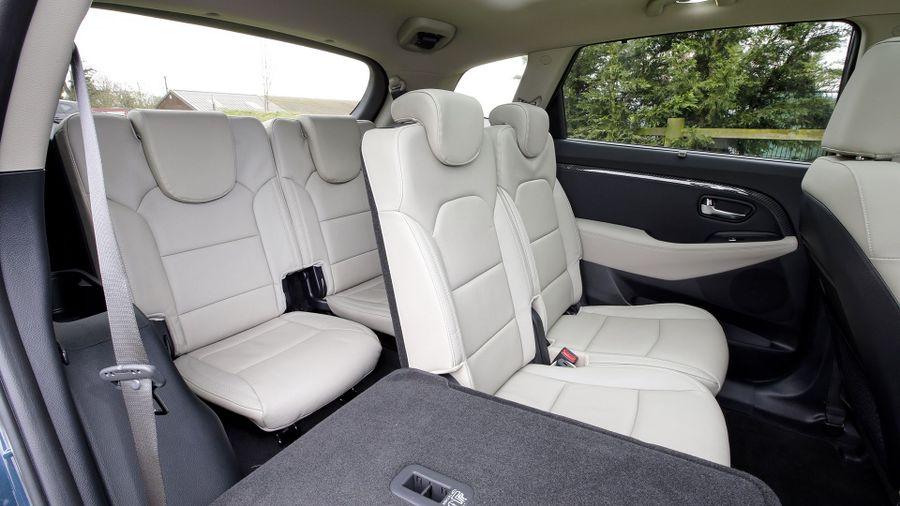 2016 Kia Carens practicality