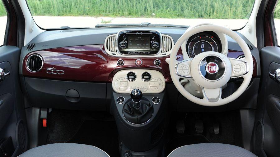 2015 Fiat 500 equipment