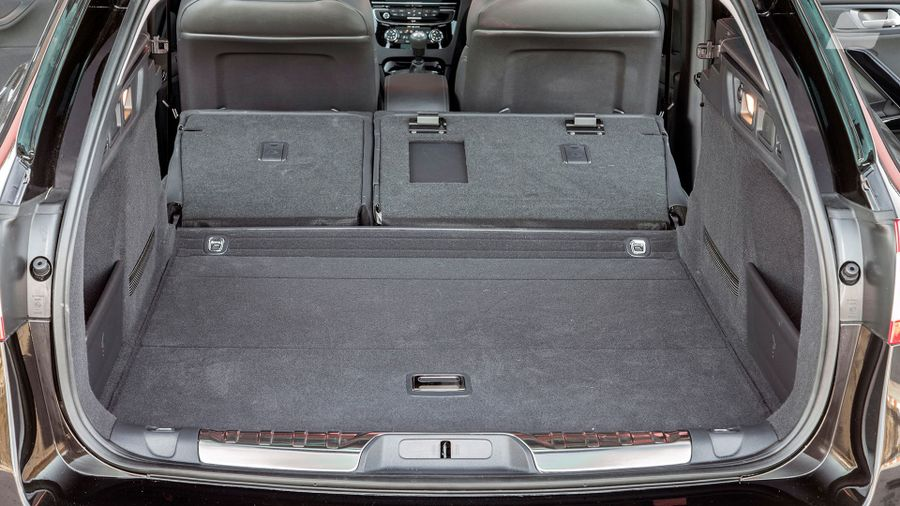 014 Peugeot 508 SW Allure boot seats down