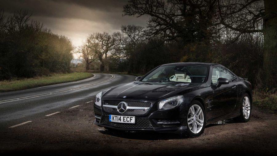Mercedes SL looks