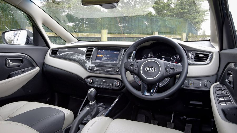 2016 Kia Carens interior